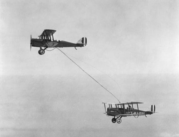 Първото зареждане във въздуха на самолет