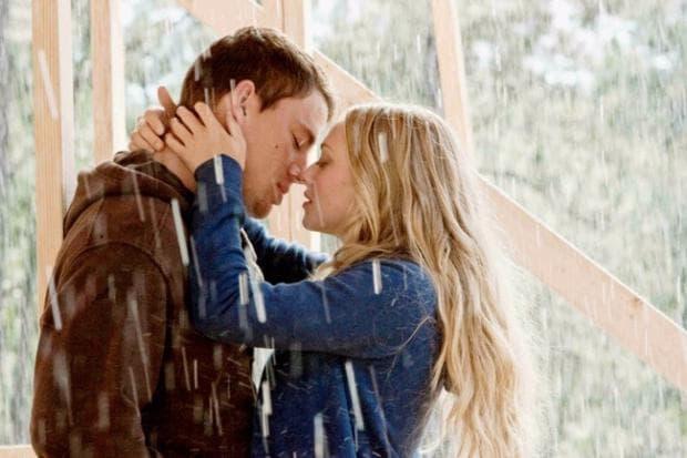 целувка под дъжда