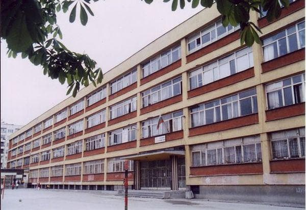 фасада на сграда на 141 основно училище