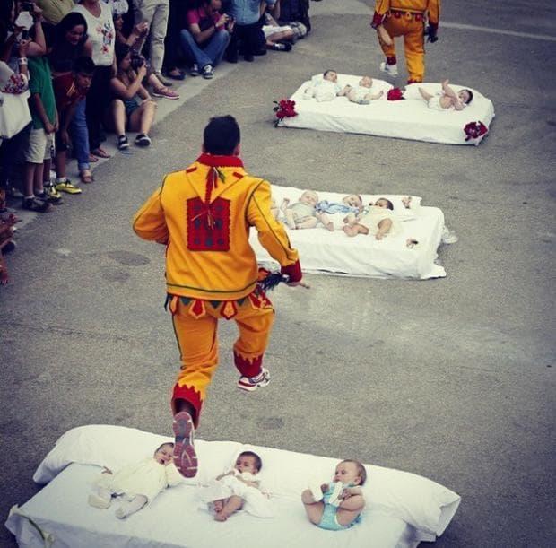 прескачане на бебета, Испания