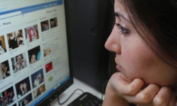 Фейсбук като непрекъснато воайорство
