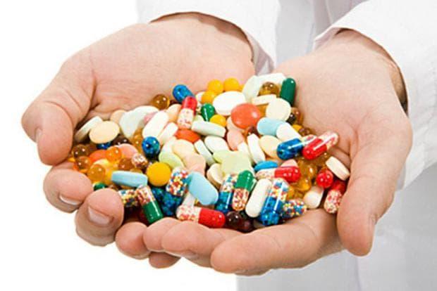 Лекарствата, които могат да повлияят на броя на левкоцитите, включват