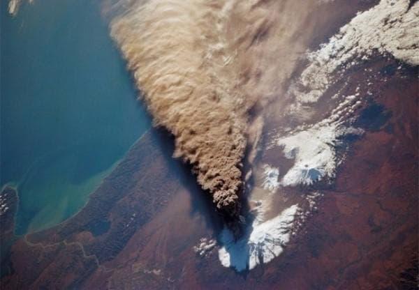 Изригването на вулкан от космоса