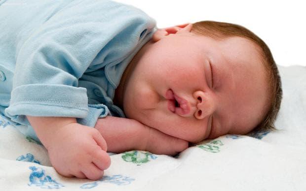 Кърмените бебета спят по-добре