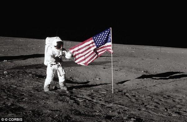 Бъз Олдрин на Луната