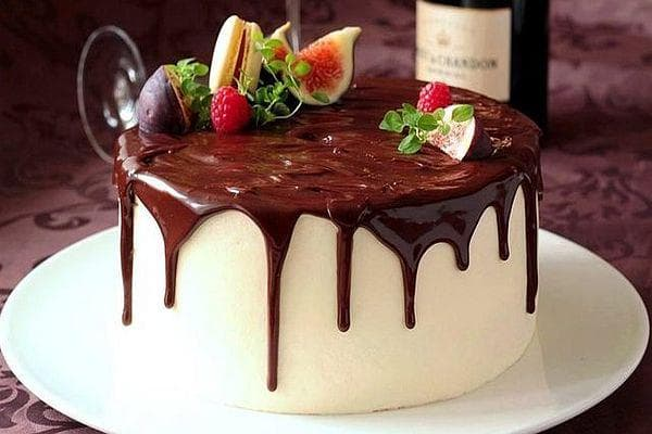 Шоколадова торта с два плодови крема