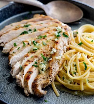 пиле със спагети