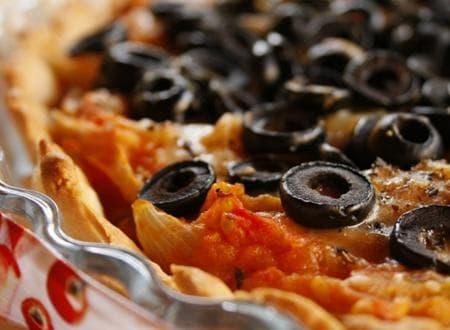 тарт с маслини, домати и лук