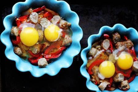 печени яйца с наденица