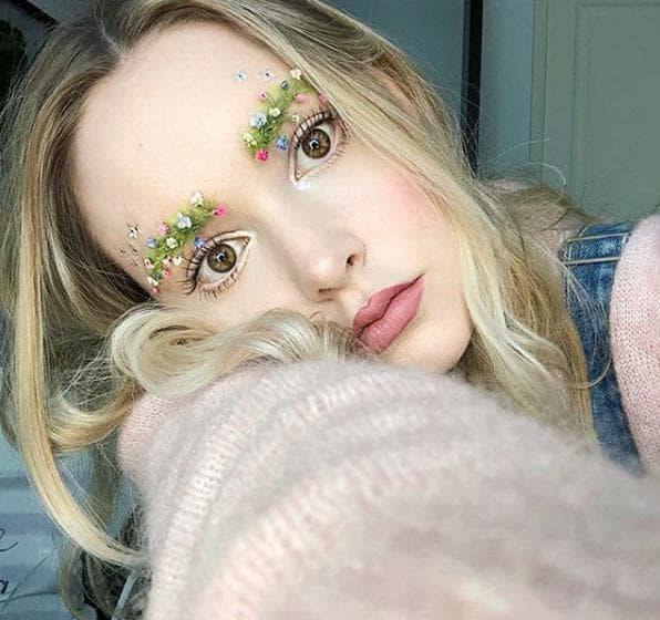 Вежди, украсени с цветя