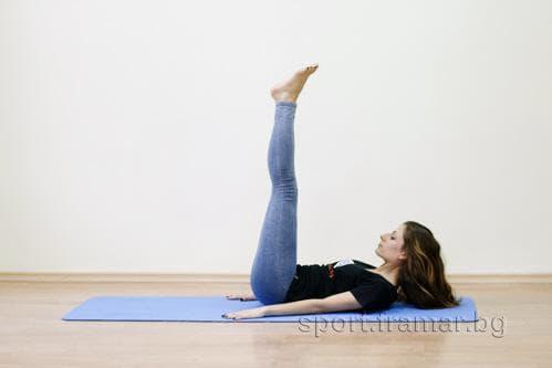 Повдигане на изпънати крака от лег