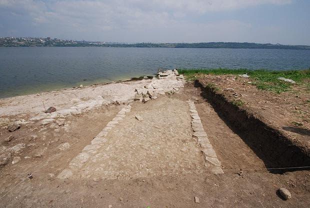 Изглед от руините към езерото Кючукчекмедже