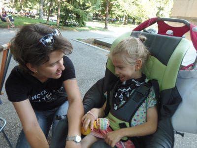 Организаторката на проявата в Стара Загора Анелия Димова с дъщеря си Зара