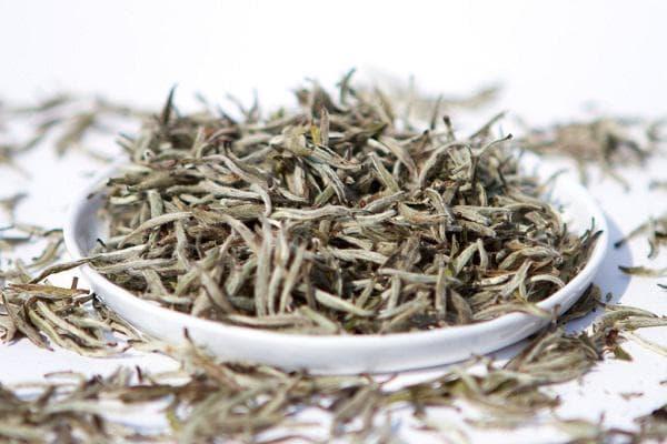 Листа бял чай
