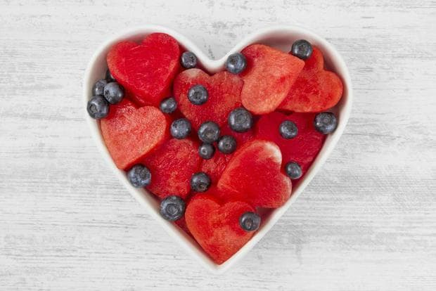 червени сърца и черен бъз