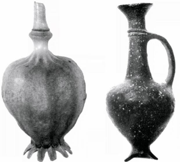 Изследваната ваза, сравнена с пъпка на опиумен мак