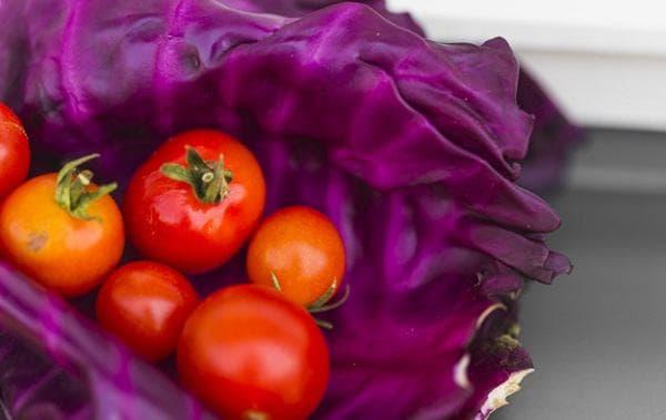 Червено зеле и домати