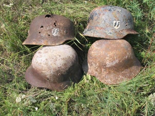 Още каски на войници от SS