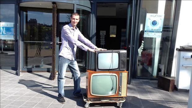 Два български телевизора – Респром Т 5004 (1992 - 3) и София 59 ІІІ (1967)