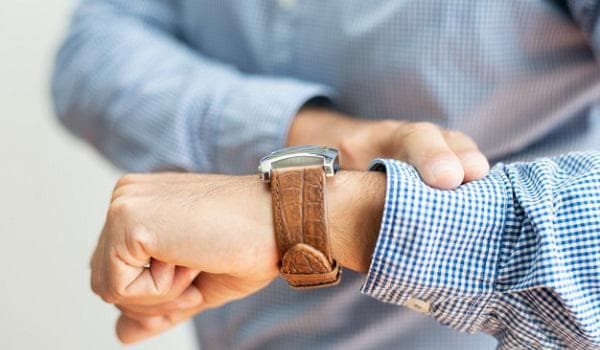 Ръка с часовник