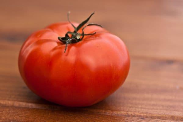 домат