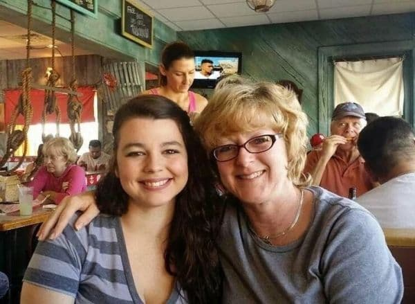 Майка с усмихната депресия и нейната дъщеря