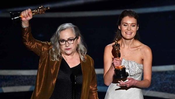 Дисинджър със статуетка от Оскарите 2020
