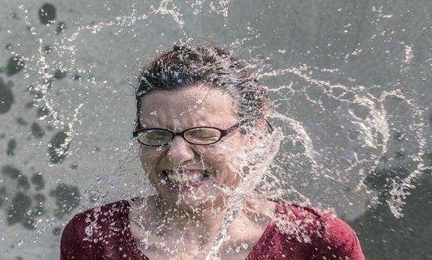 Жена с потопено във вода лице