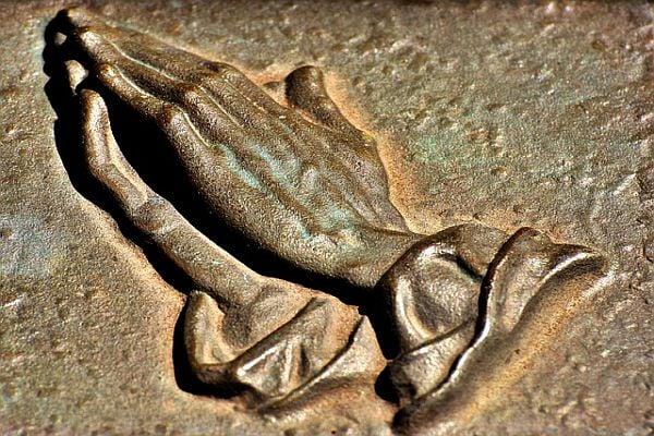 молещи ръце