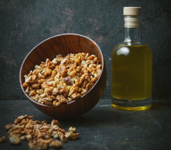 Орехово олио и орехи
