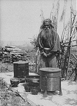 Мъж от народа айни