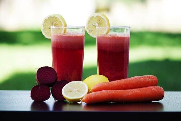 Сок от цвекло, морков и резен лимон