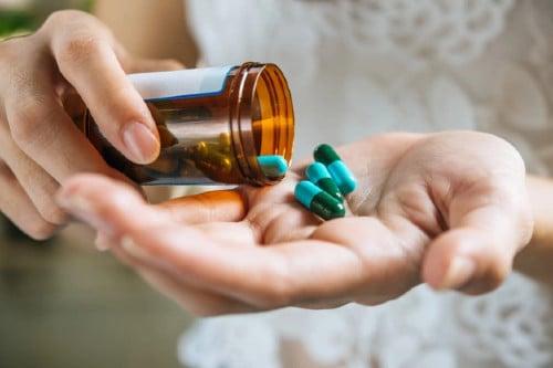Медикаментозна терапия на анкилозиращ спондилит