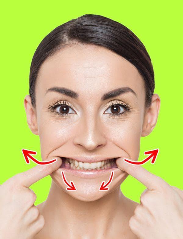 Разтягане на устните за повдигане на ъгълчетата