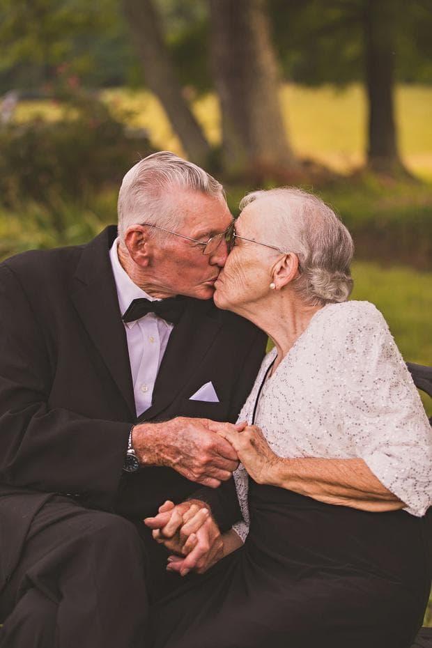 възрастна двойка