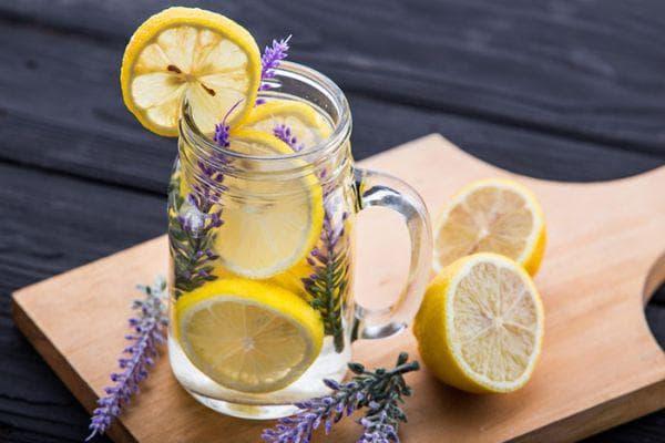 лимон с лавандула