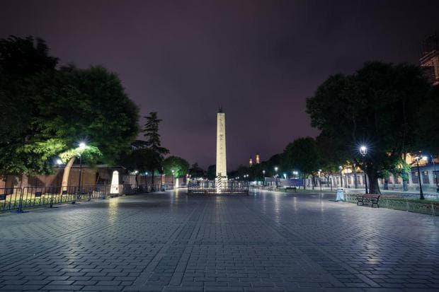 Площадът