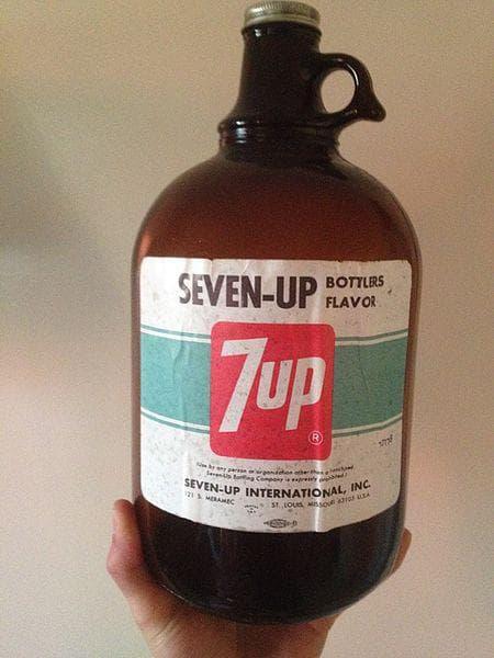Един от първите дизайни на бутилката на 7-Ъп