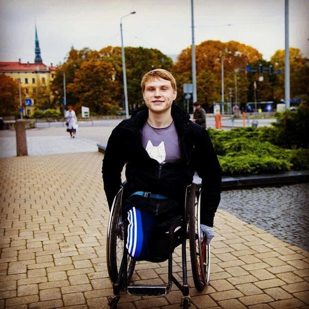 спортист в инвалидна количка