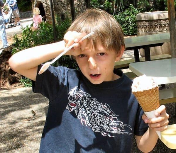 Облекчаване на главоболие, причинено от консумация на сладолед