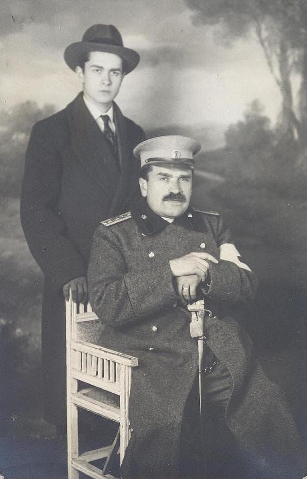 Проф. д-р Параскев Стоянов  като военен лекар