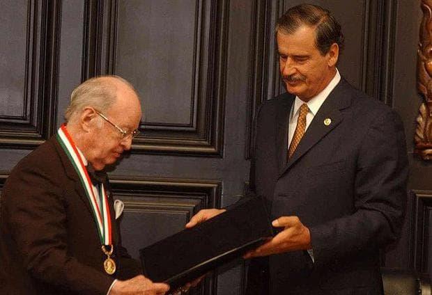 """Карлос кансеко приема ордена """"Белисаро Доминик"""","""