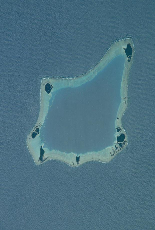 Остров Палмерстън и лагуната