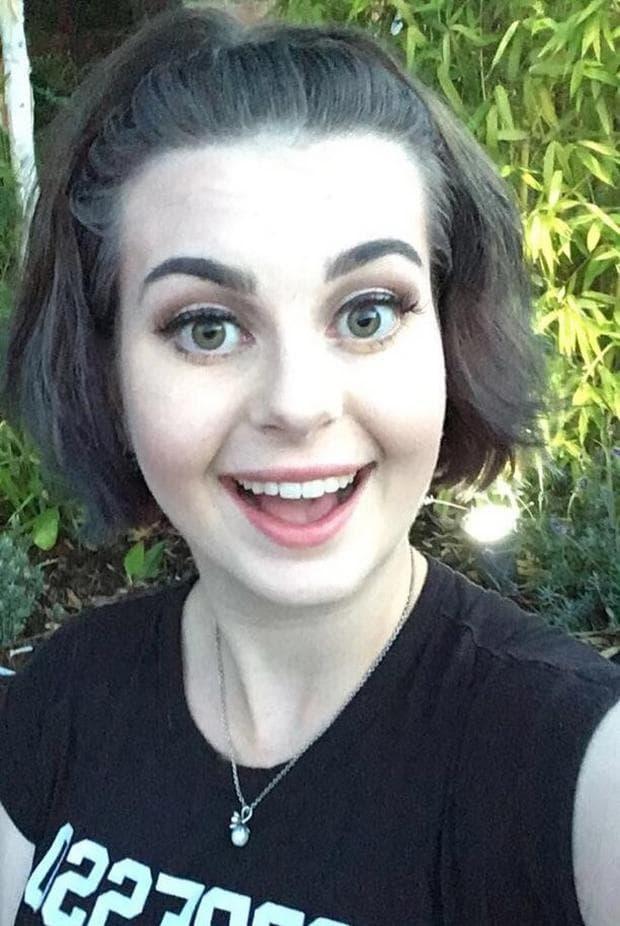 усмивка с отворена уста