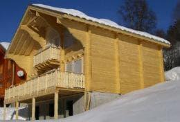 къща от дървесина на бяла ела