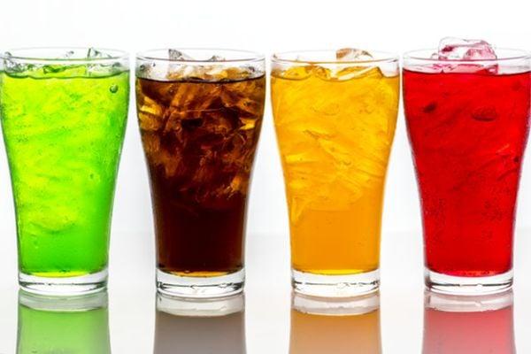 Алкохолните напитки и соковете също са калорични, затова трябва да се пият в умерени количества.