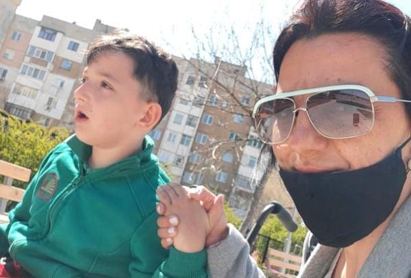 Антония Петкова и синът й Мишо