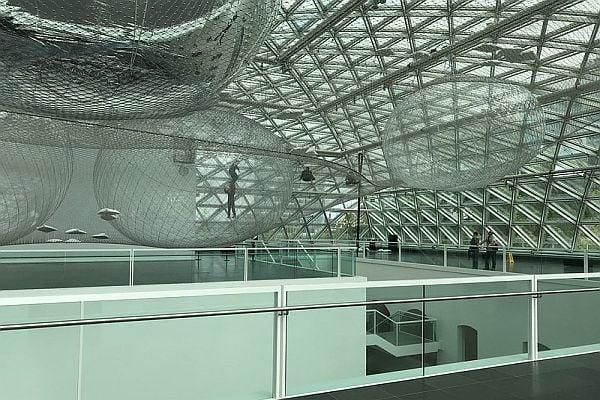 арт инсталация, арт инсталация с огледални балони