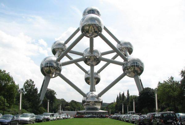 Атомиум в Белгия