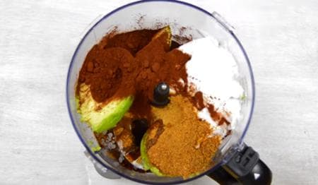 шоколадов фъч с мента, авокадо и орехи